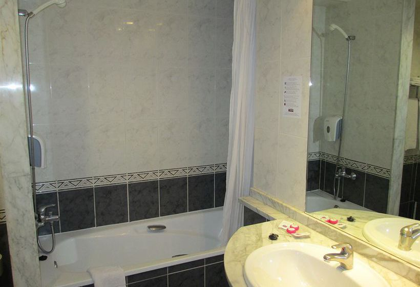 Bathroom فندق Medplaya Regente بينيدورم