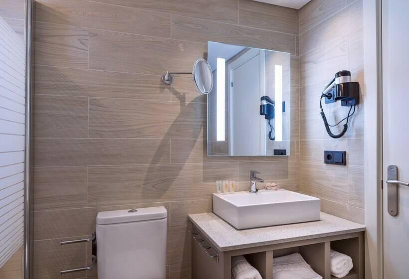 Bathroom Aparthotel Orquidea سانتا إيولاليا دل ريو