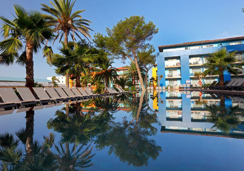 Swimming pool Hotel Occidental Menorca Sant Lluis