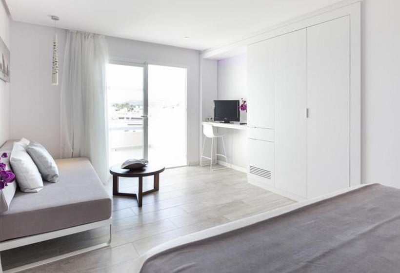 Quarto Hotel Garbi Ibiza & Spa Playa d'en Bossa