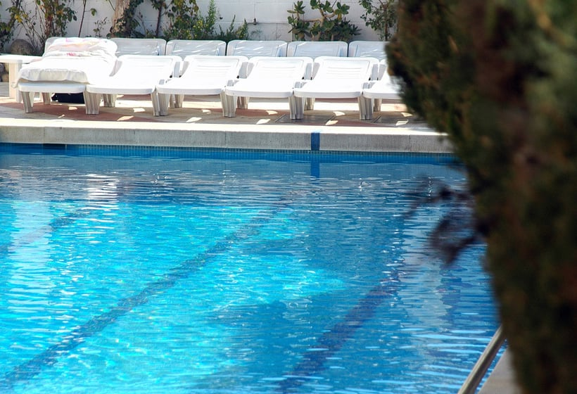 Piscina Hotel H Top Olympic Calella