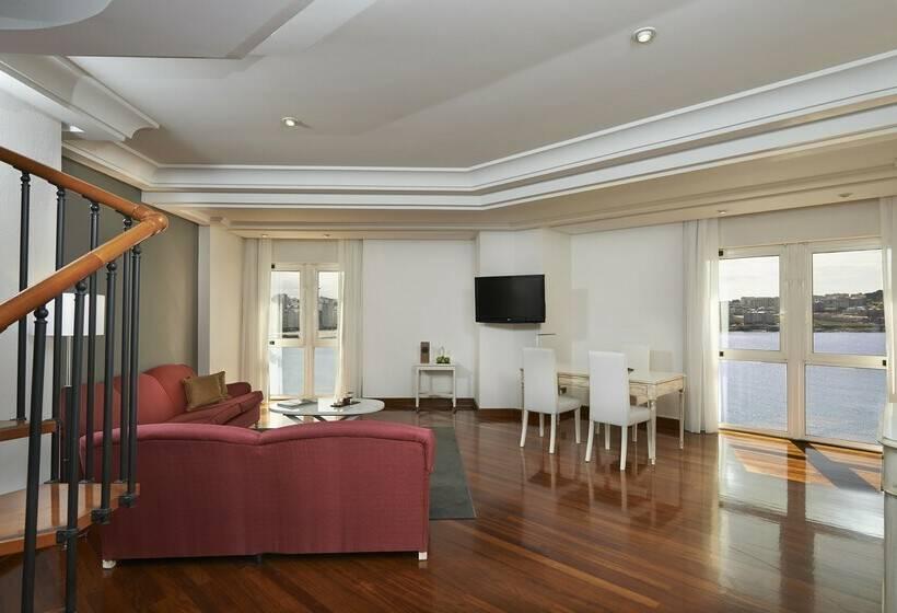 غرفة فندق Meliá Maria Pita لاكورونيا