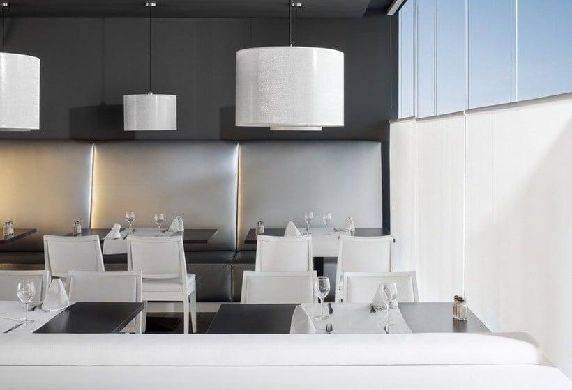 レストラン ホテル Augustus カンブリス
