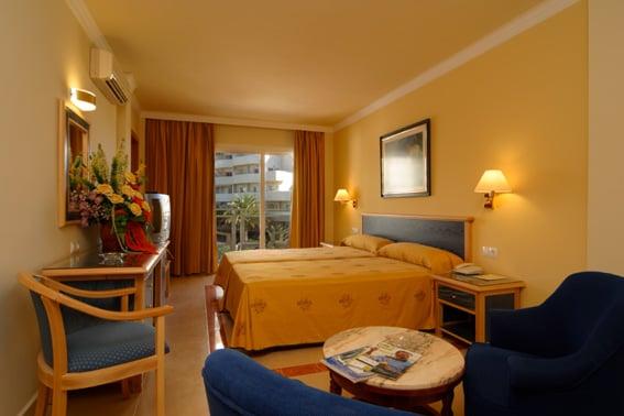 部屋 ホテル Las Arenas ベナルマデナ