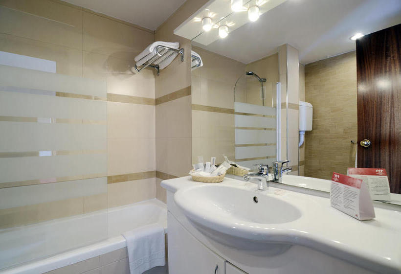 Bathroom فندق Las Piramides فوينخيرولا