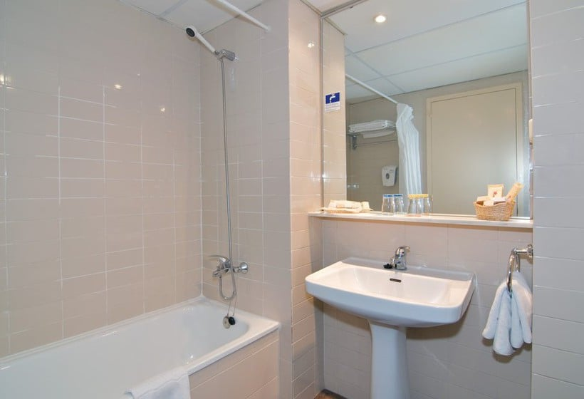 Bathroom Hotel Medplaya Calypso Salou
