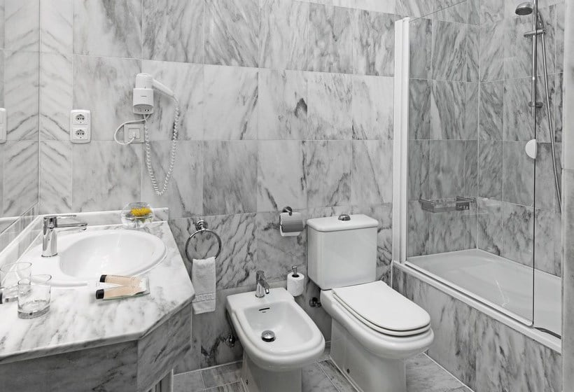 Bathroom فندق Elba Motril Beach & Business موتريل