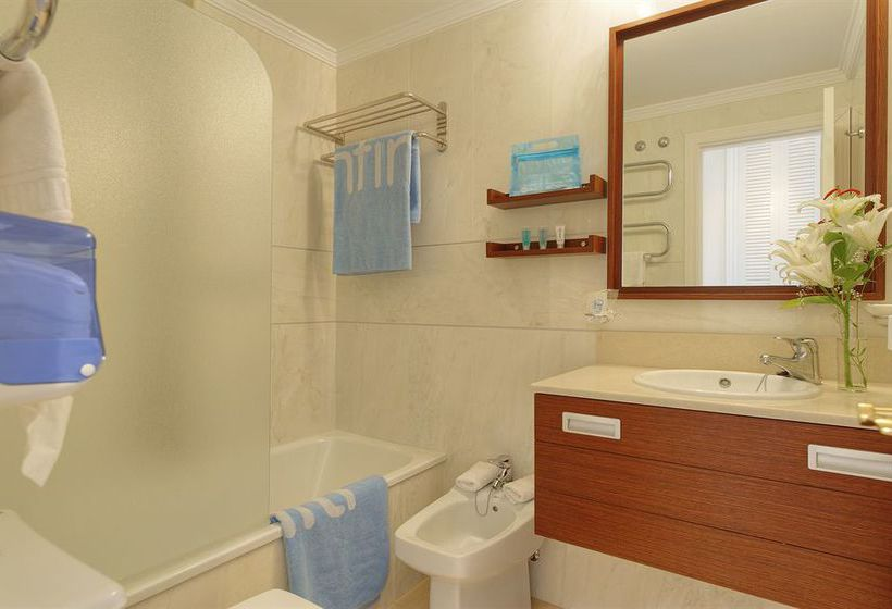 Bathroom Grangefield Oasis Apartments Mijas Costa