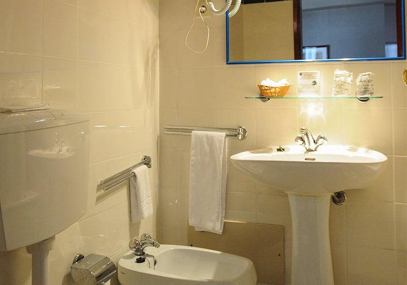 浴室 ホテル Almedina Coimbra コインブラ