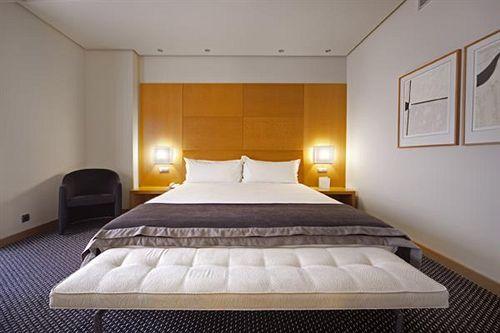 هتل Silken Puerta Madrid مادرید