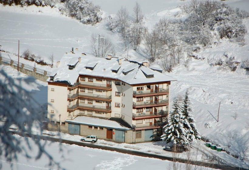 Aussenbereich Apartamentos Espot 1300