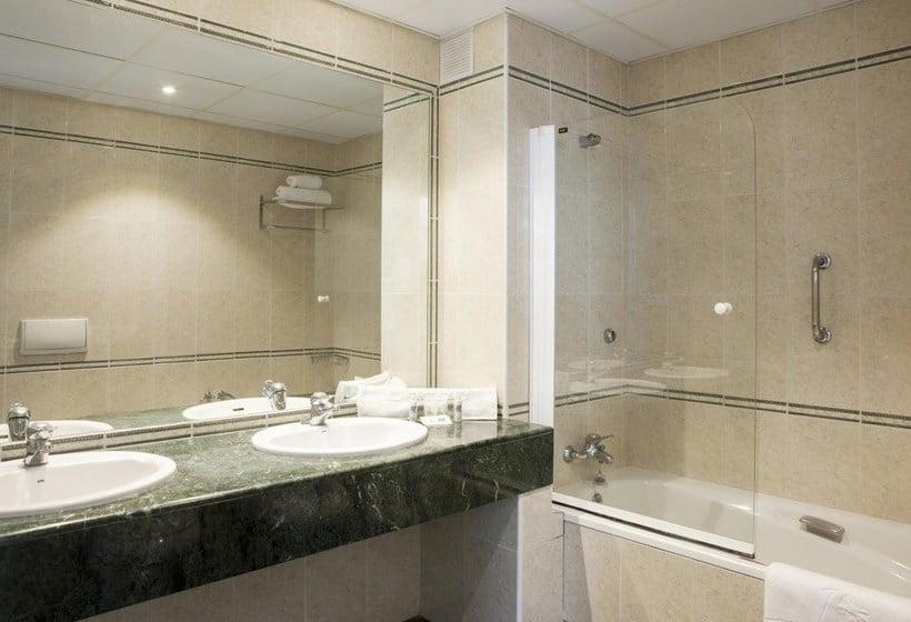 Bathroom Hotel Ibersol Alay Benalmadena