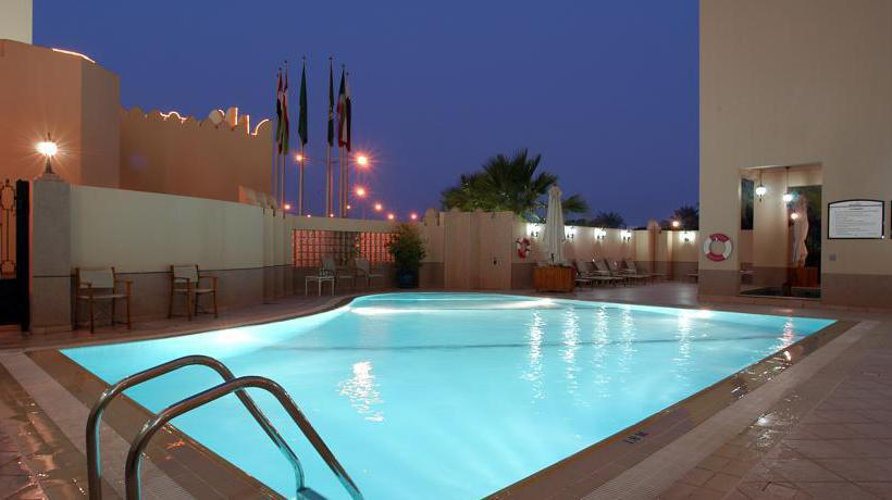 Swimming pool Hotel Movenpick Doha