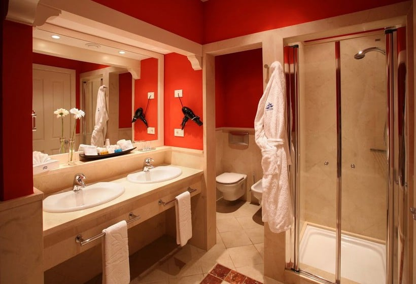 Bathroom Lopesan Villa del Conde Resort & Thalasso ميلونيراس