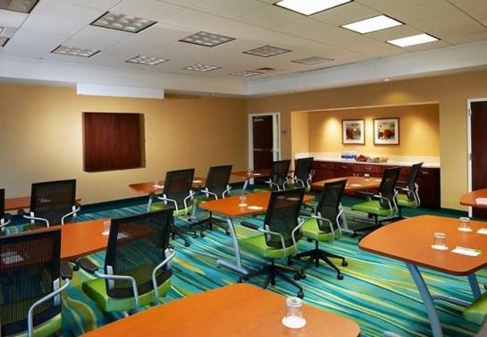 فندق SpringHill Suites Newark International Airport نيوآرك-نيو جيرسي