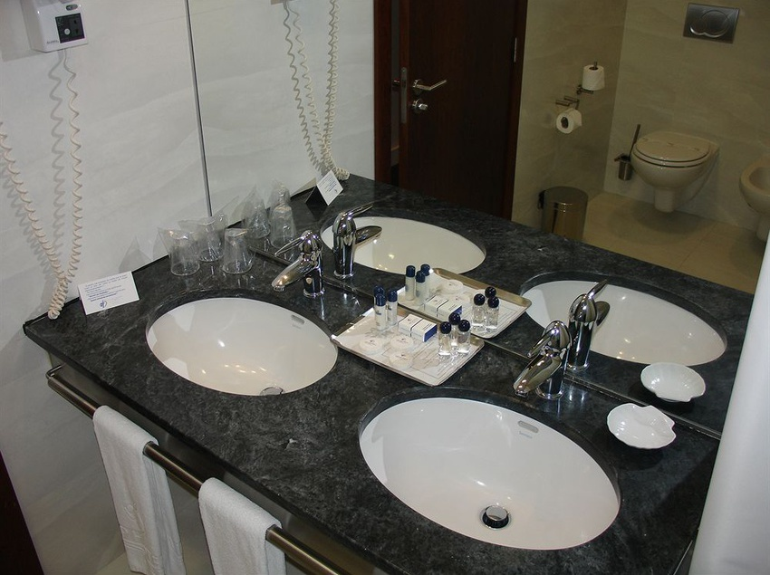 Bathroom Hotel VIP Executive Azores Ponta Delgada