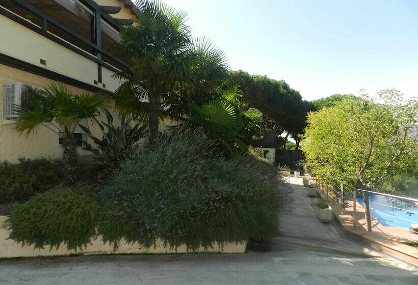 فندق Porta D'Alella ألييا