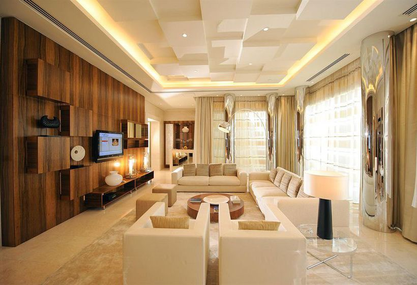Camera Hotel Raffles Dubai