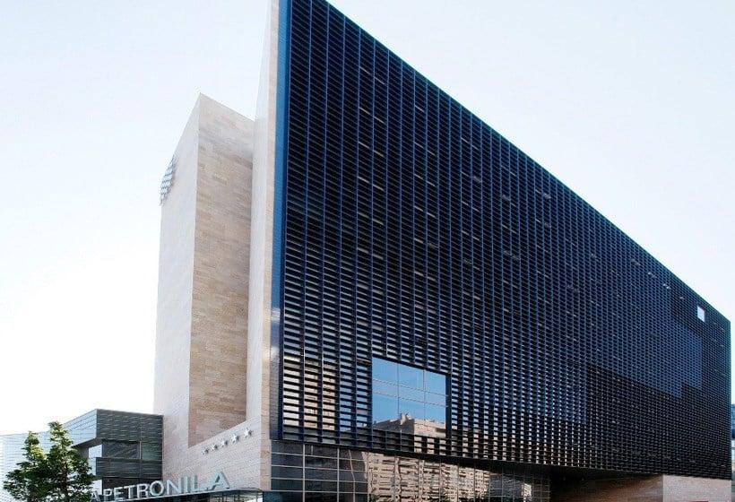 Exterior Hotel Reina Petronila Zaragoza