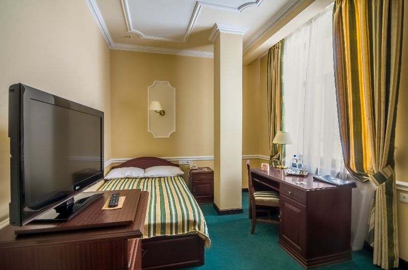 فندق Opera لفيف