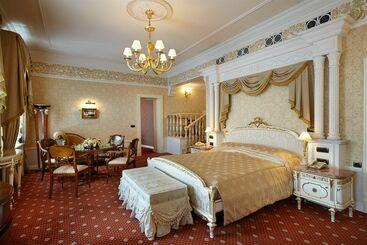 Taleon Imperial - サンクトペテルブルク
