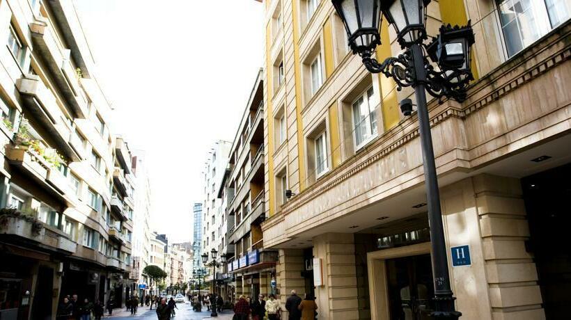 Outside Hotel Clarin Oviedo