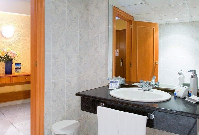 حمام هتل Magic Fenicia بنیدورم