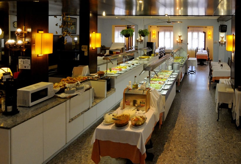 レストラン ホテル H Top Paradis Park ピネダデマル