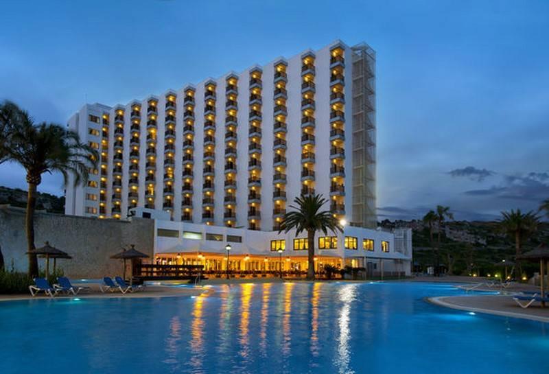 Swimming pool Hotel Sol Milanos Pingüinos Son Bou