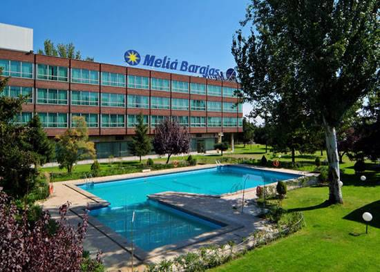 Hotel meli barajas in madrid starting at 34 destinia for Piscina barajas