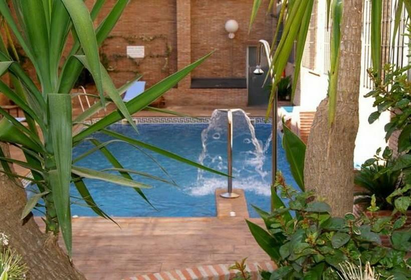 حمام سباحة فندق Bellavista Sevilla إشبيلية