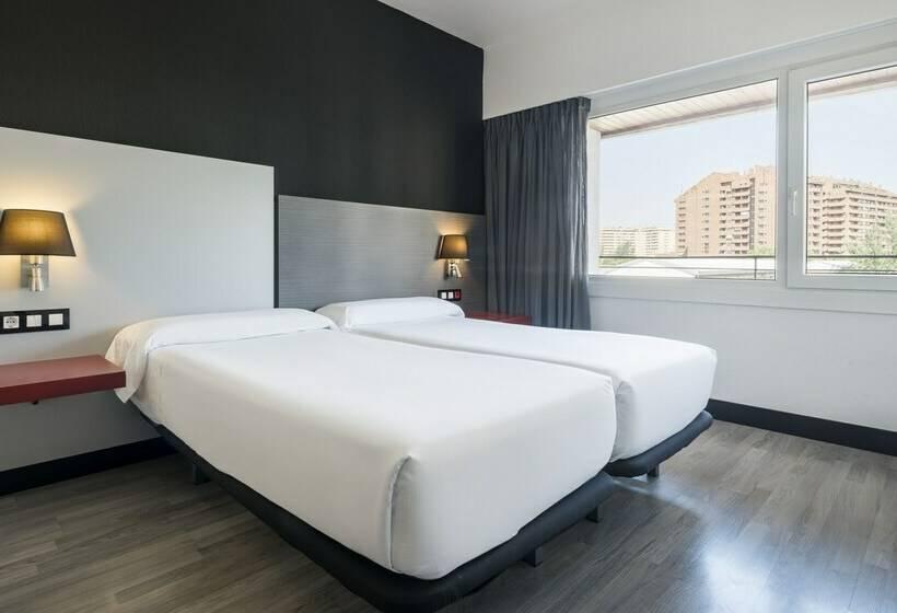 Zimmer Hotel Ilunion Romareda Saragossa