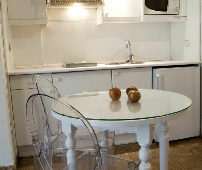 Cuisine Aparthotel Quo Eraso Madrid