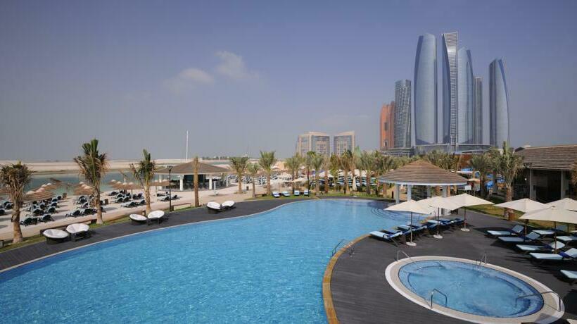 Zwembad Hotel Intercontinental Abu Dhabi