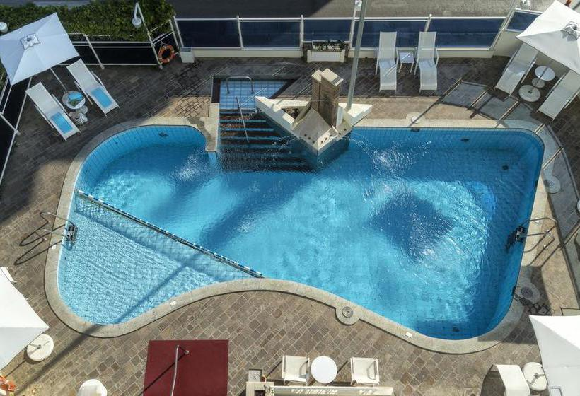 Swimming pool Hotel Abner's Riccione