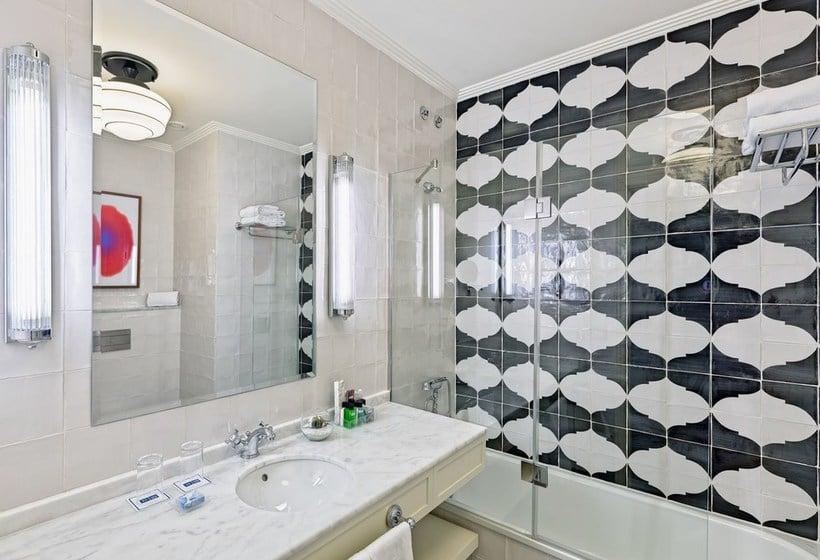 Bathroom H10 Villa de la Reina Boutique Hotel Madrid