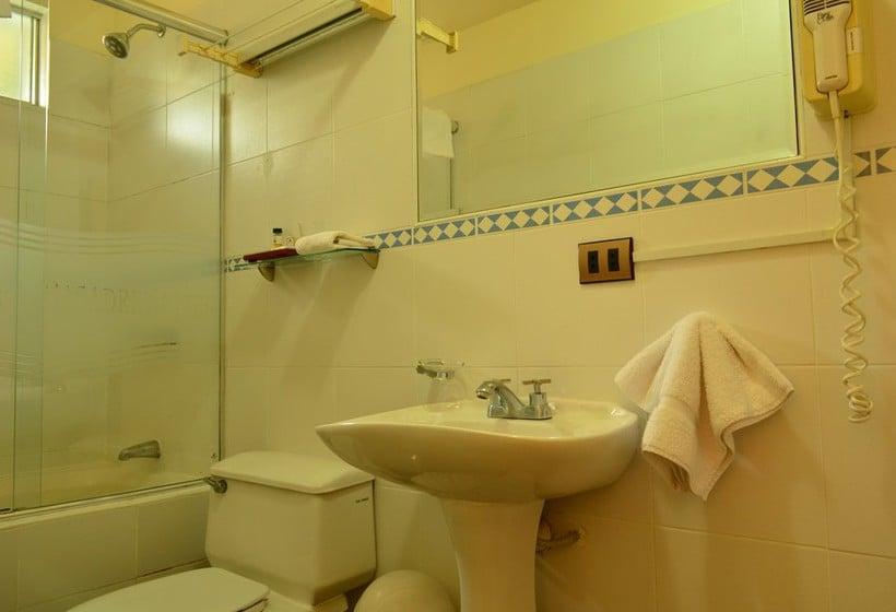 Cuarto de baño Hotel Basadre Suites Lima