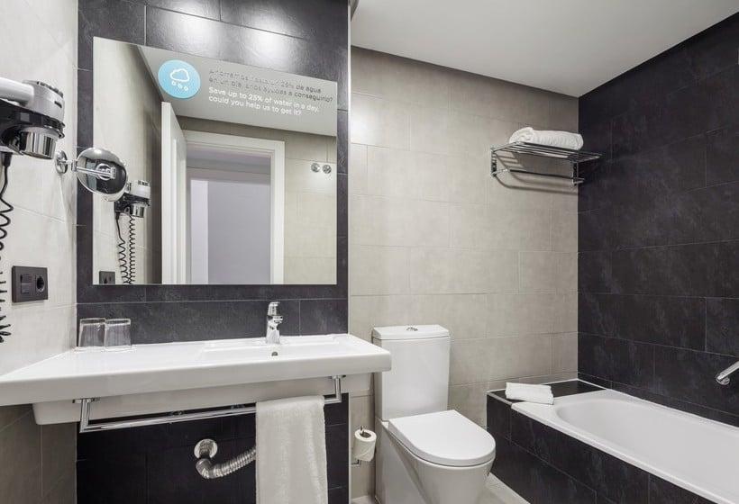 Salle de bain Hôtel Ilunion Suites Madrid
