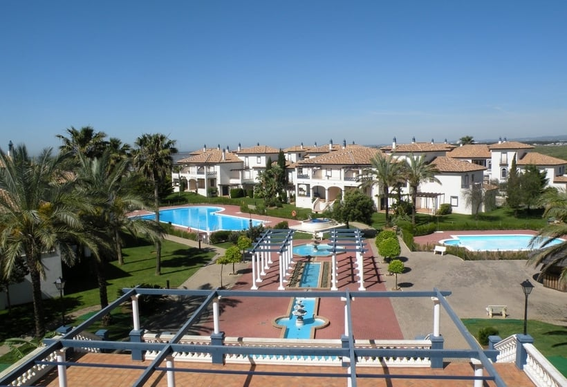 Swimming pool Apartamentos Leo San Bruno Isla Canela