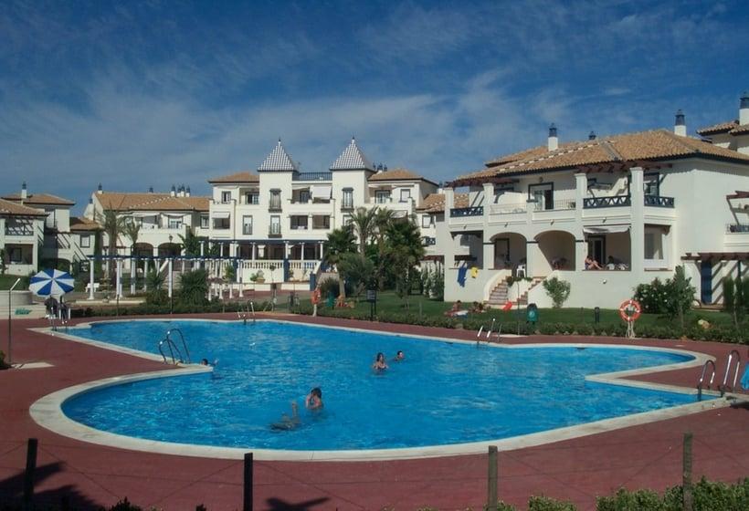 Piscina Apartamentos Leo San Bruno Isla Canela