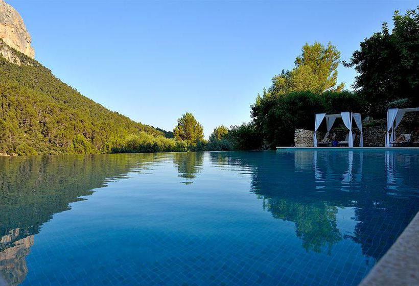 حمام سباحة فندق ريفى S'Olivaret ألارو