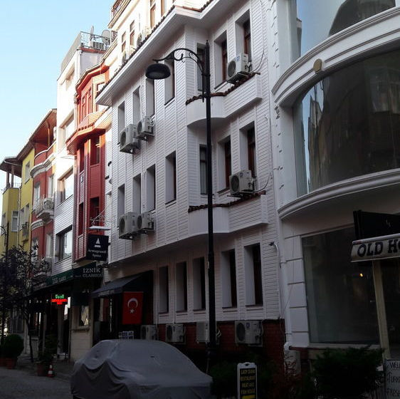 Outside Hotel Armagrandi Spina Istanbul