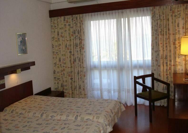 Hotel estalagem riabela em torreira desde 17 destinia for Zona 5 mobilia no club download