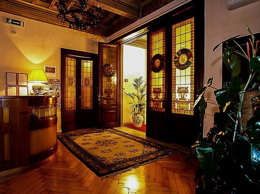 Front desk Hotel Accademia Florence