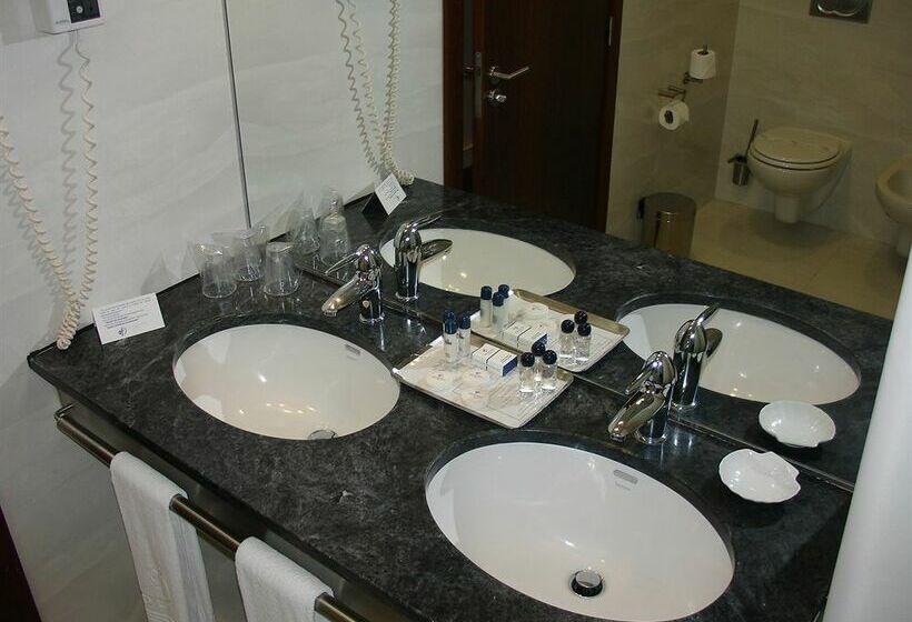 Cuarto de baño Hotel VIP Executive Azores Ponta Delgada