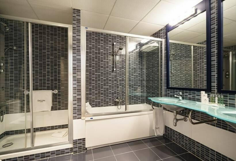 Bathroom Sercotel Málaga مالقة