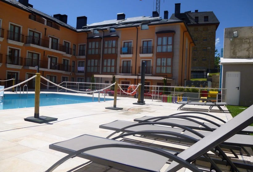 Swimming pool Aparthotel Jacetania Spa Jaca