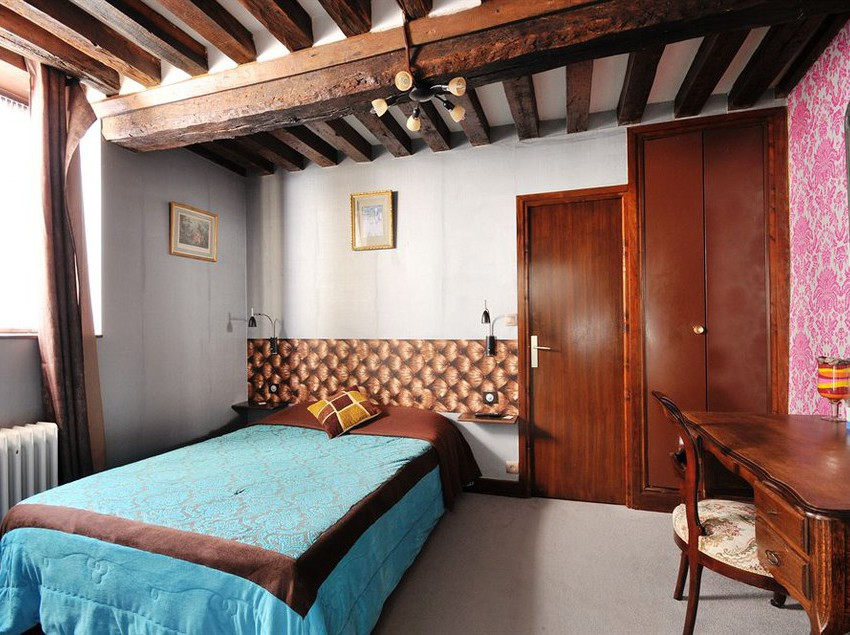 Hotel La Licorne, Beaugency: the best offers with Destinia
